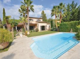 Hotel photo: Four-Bedroom Holiday Home in Grasse