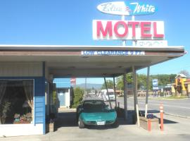 Hotel Photo: Blue and White Motel