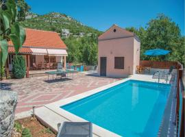 Hotel Photo: Holiday home Zagvozd with Outdoor Swimming Pool 318
