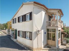 A picture of the hotel: Three-Bedroom Holiday Home in Banjole