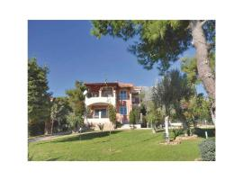 Hotel Photo: Six-Bedroom Holiday Home in Eretria