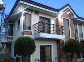 מלון צילום: Weaver Taguig Family Vacation Rental.