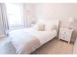 A picture of the hotel: Tranquil 1BR Garden Flat for 2 in Trendy Battersea