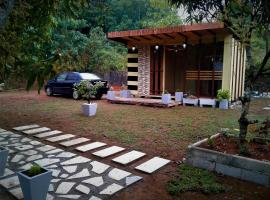 A picture of the hotel: ECOLY BIRD Cabana Lodge
