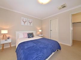 Foto do Hotel: Entire House close to Perth Airport and City 2290