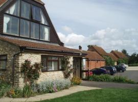 Hotel Photo: Kingfisher Barn Holiday Cottages