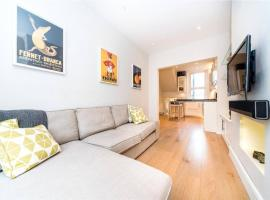 A picture of the hotel: 2 Bedroom Apartment Sleeps 3 in Battersea