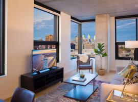 A picture of the hotel: Panoramic View Of The Entire City! - 2 BD/2BA