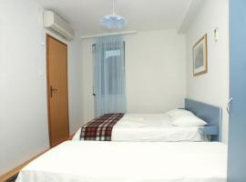 Hotel photo: Studio Komiza 2429e