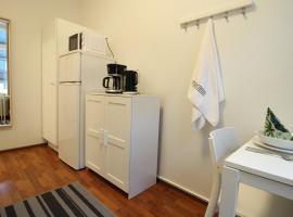 Фотография гостиницы: Private Single Room with Shared Bathroom in Helsinki, Eerikinkatu 14