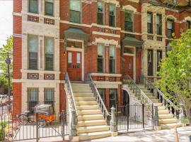 Hotel photo: Luxury House, Historic Downtown 7 minutes from Manhattan Townhouse