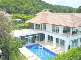 Hotel Photo: Hua Hin Five Bedroom Villa