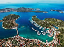 Hotel Photo: Marina Hotel Resort Frapa - Otok