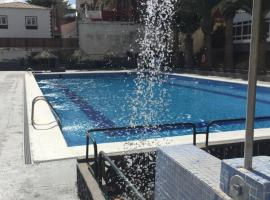 Hotel photo: apartment with salt water pool