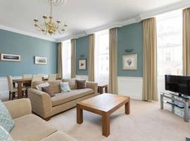 A picture of the hotel: Hanover Street! Heart of the Centre 2bd/2bath