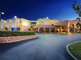 Hotel Photo: Baymont by Wyndham Tampa Near Busch Gardens