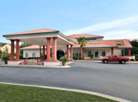 Hotel photo: Days Inn & Suites by Wyndham Savannah Gateway/I-95 And 204