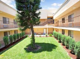 Hotel Photo: Days Inn & Suites by Wyndham Artesia