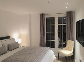 A picture of the hotel: Embankment Luxury Apartments