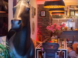 Hotel Photo: 180 M2 CENTRAL ....ART ...LOFT ..JACUZZI...HORSE..