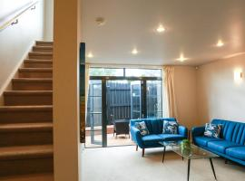 Hotel Photo: Modern, safe and cosy townhouse in Avondale