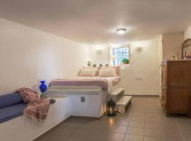 "Hotel photo: ""Aura"" apt in Stone Tower 1690 • Andros"