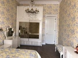 A picture of the hotel: Apartment in small centr