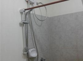 A picture of the hotel: Kuya Raul's Condo Unit AMAIA Steps Sucat, Parañaque