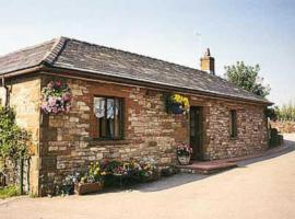 Hotel photo: Riverbank Cottage