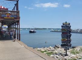 Hotel Photo: Put-in-Bay Poolview Condo #7