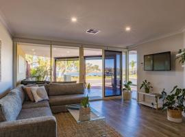Hotel photo: Starboard Views Kalbarri - River Front Apartment