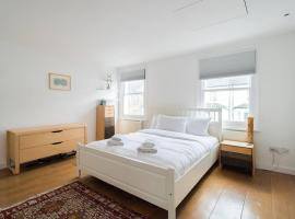 A picture of the hotel: Modern 2BR Flat in Clapham - 4 guests!