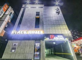 A picture of the hotel: Black Hotel