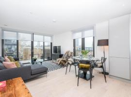 A picture of the hotel: Elegant Battersea Park Home by the Thames