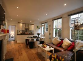 A picture of the hotel: Stunning 3 Bed Garden Flat Great Transport links