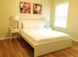 Hotel Photo: Miracle Mile Apartment + Free Parking