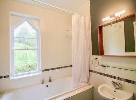 Hotel Photo: West Gate Lodge, Collooney