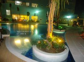A picture of the hotel: 1 BR Condotel @ Ridgewood Towers near Venice Grand Canal, SM Aura Mall & BGC - Located at C-5 Road Taguig City