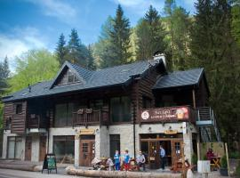 Hotel photo: The Dragon's Lair Chalet