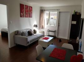 Hotel Photo: Sunny One Bedroom Apartment near Eden Park