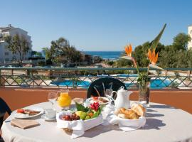 Hotel Photo: Marbella Beach Resort at Club Playa Real