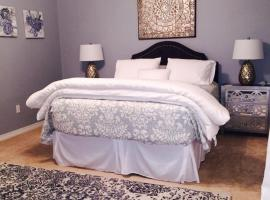 A picture of the hotel: New Orleans Getaway | Beautiful Two Bedroom Two Bathroom Home