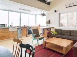 Foto di Hotel: Central, Vintage, Sunny, Fully equipped apartment