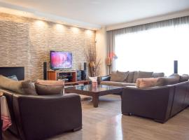 Hotel photo: 4 bdr maisonette w/ roof-garden in Piraeus port