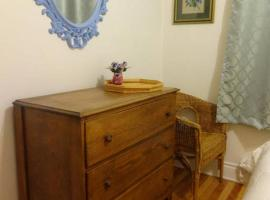 Hotel Photo: Fully Furnished- Impeccably Clean
