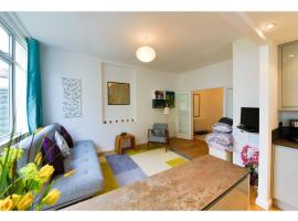 Fotos de Hotel: Bright and Spacious 1 Bed Flat with Garden