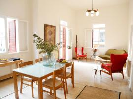 A picture of the hotel: Clemenceau Vintage Apartment