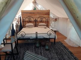 Hotel Photo: Plage Cachée - Glamping - Open space holiday home
