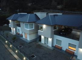A picture of the hotel: Esquel Apart