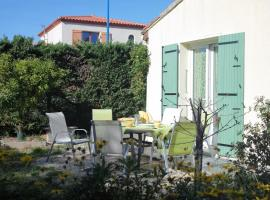 Hotel photo: Three-Bedroom Holiday Home With Garden - CAM AR